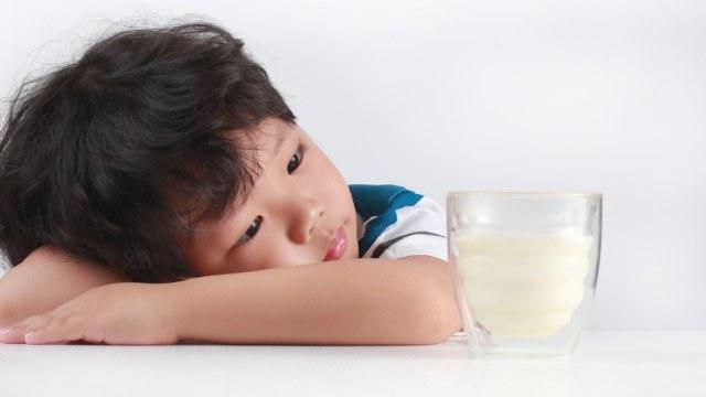 Ilustrasi anak tak mau minum susu