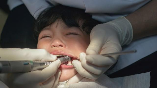 Ilustrasi anak takut ke dokter gigi