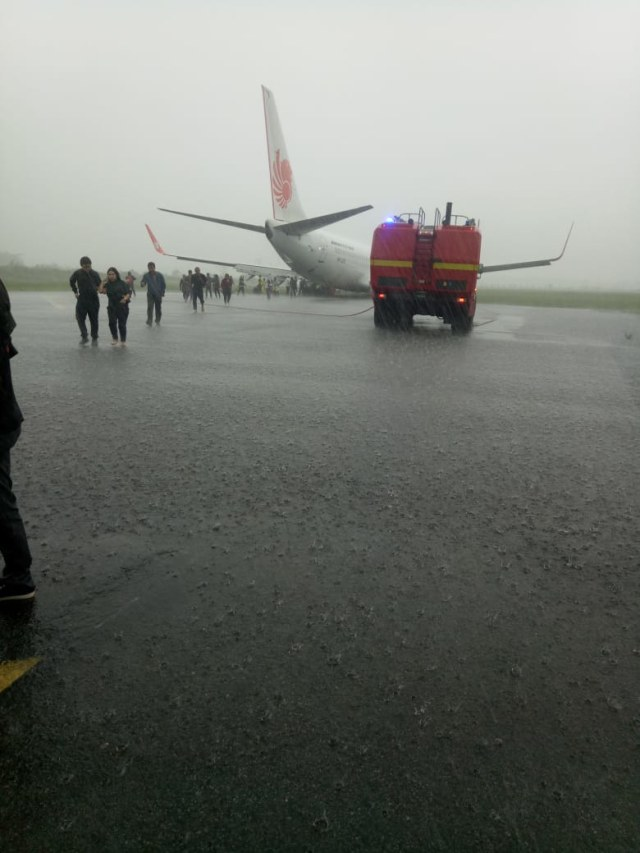 Lion Air tergelincir di Bandara Supadio