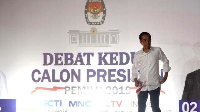 Debat kedua Capres 2019 di Hotel Sultan Jakarta, Joko Widodo di dampingi Iriana Jokowi tiba di Hotel Sultan