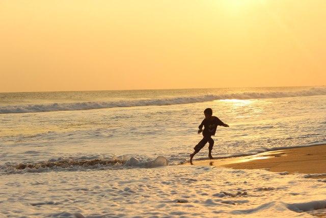 5 Pantai di Jawa Barat Buatmu si Penikmat Senja (60052)