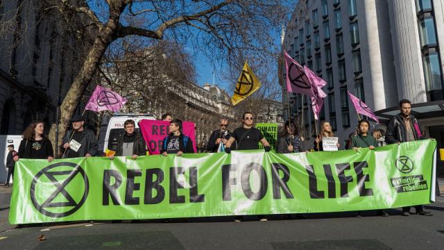Aksi Protes Aktivis Lingkungan di London Fashion Week 2019