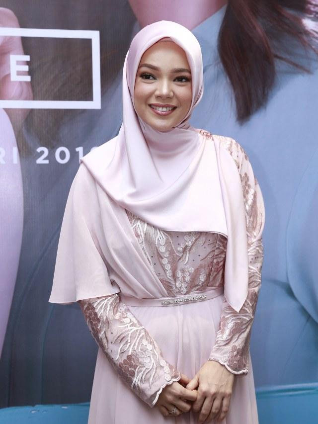 Dewi Sandra, Wardah (NOT COVER)