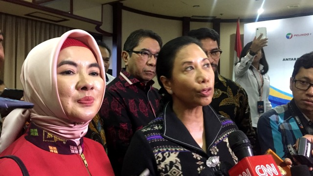 Menteri BUMN Rini Soemarno, Dirut Pertamina Nicke Widyawati,  Penandatangan Perjanjian Induk Sinergi Kerjasama Bisnis Pertamina dengan Pelindo.