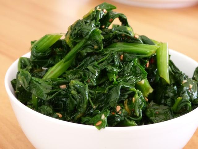 Sigumchi namul (salad bayam)