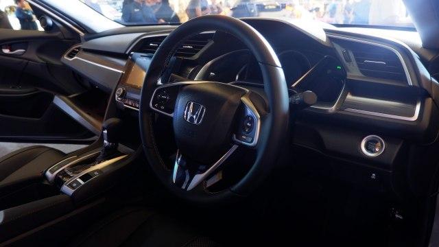 Komparasi Mazda 3 Hatchback Vs Honda Civic Hatchback (39940)