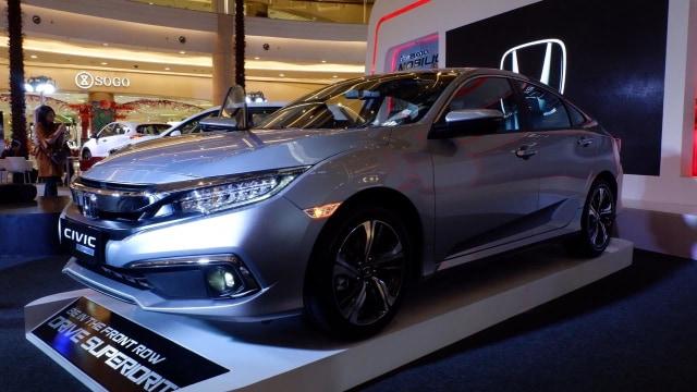 Corolla Vs Civic >> Komparasi Toyota Corolla Altis Vs Honda Civic Sedan