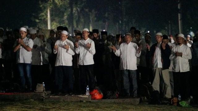 Malam Munajat 212,Monumen Nasional (Monas), Berdoa