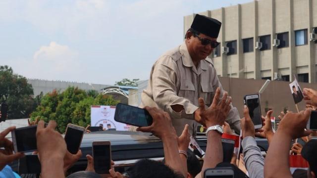 Calon Presiden Prabowo Subianto saat mengahadiri acara Silaturahmi Akbar bersama ribuan pendukungnya di Medan
