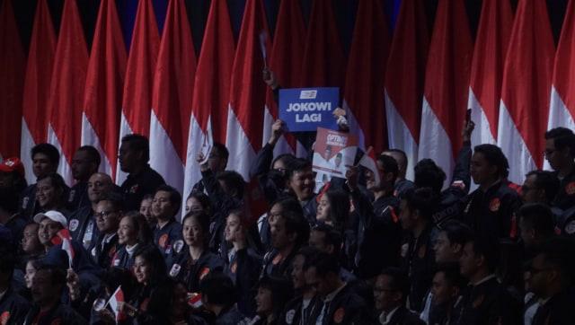 Di Depan Relawan, Jokowi Cerita Pernah Tinggal di Bantaran Sungai (177)