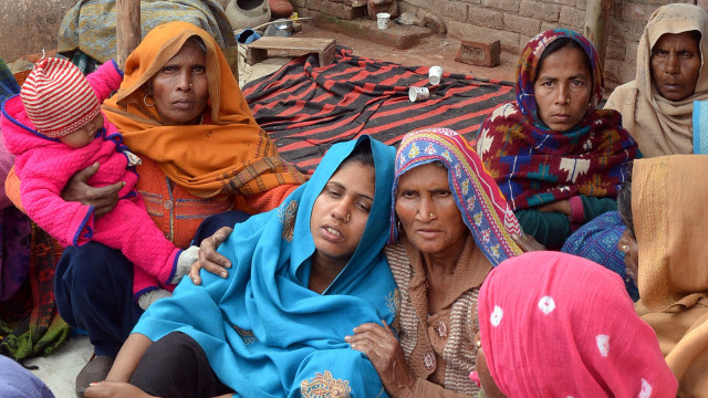warga India yang jadi korban miras oplosan