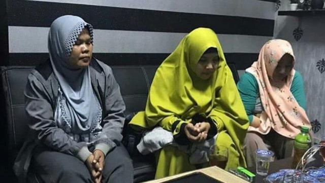 Tiga ibumelakukan kampanye hitam, Jokowi, Karawang