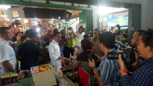 Jokowi, Blusukan ke Pasar Pelem Gading, Cilacap