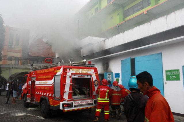 FOTO: Ruang Panel Listrik Paviliun RS Saiful Anwar di Malang Terbakar  (69236)