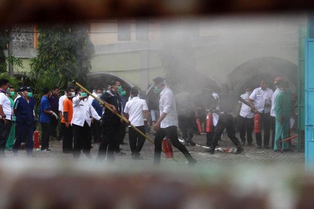 FOTO: Ruang Panel Listrik Paviliun RS Saiful Anwar di Malang Terbakar  (69238)