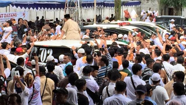 Imbas Warga Bawa Spanduk Jokowi, Kunjungan Prabowo di Yogya Ricuh (62666)