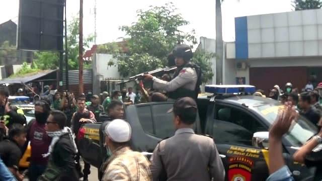 Imbas Warga Bawa Spanduk Jokowi, Kunjungan Prabowo di Yogya Ricuh (62667)
