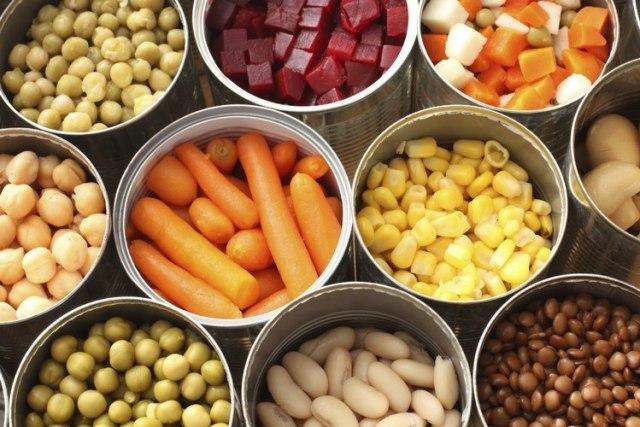 Sayuran seperti wortel jagung dalam mangkok terpisah