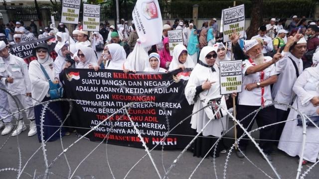 Aksi gabungan massa FUI dan Gerakan Jaga Indonesia, kantor KPU