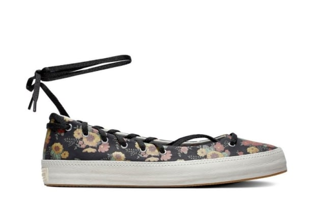 Si Manis 'Bloom in Season', Sneakers Bertabur Bunga dari Converse (298524)