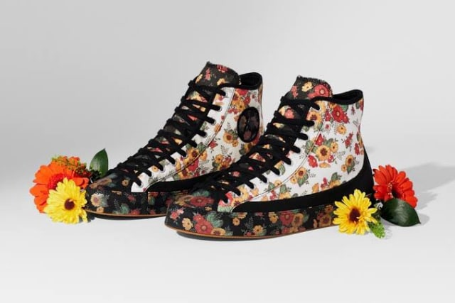 Si Manis 'Bloom in Season', Sneakers Bertabur Bunga dari Converse (298522)