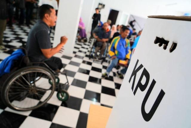 Berkursi Roda, Djumono dan Kawan-kawan Difabel Sosialisasikan Pemilu (9184)