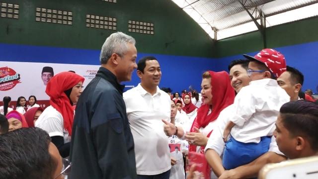 Ganjar Pranowo, Peserta acara Cantik Bersama Pertiwi saat berfoto bersama.