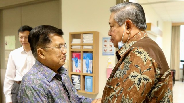 Wakil Presiden Jusuf Kalla Jenguk Istri SBY
