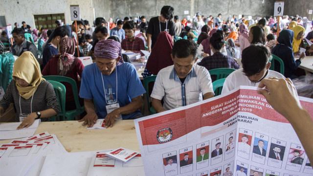 pelipatan surat suara di Gudang Logistik KPU