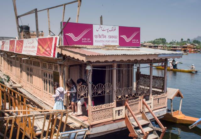 Kantor Pos Terapung di Kashmir, India
