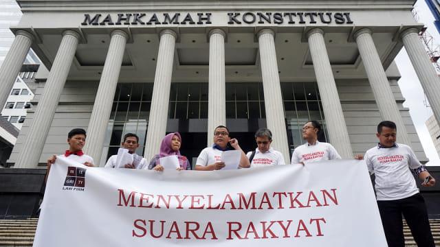 Permohonan pengujian konstitusionalitas ke Mahkamah Konstitusi