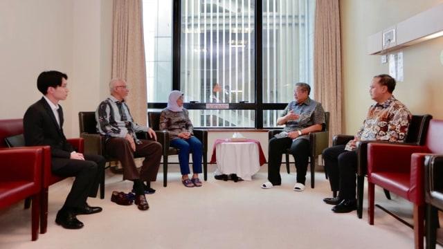 Presiden Singapura Halimah Yacob, Jenguk Ani Yudhoyono, di National University Hospital