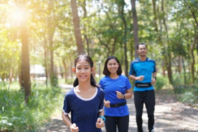com-Olahraga bersama keluarga