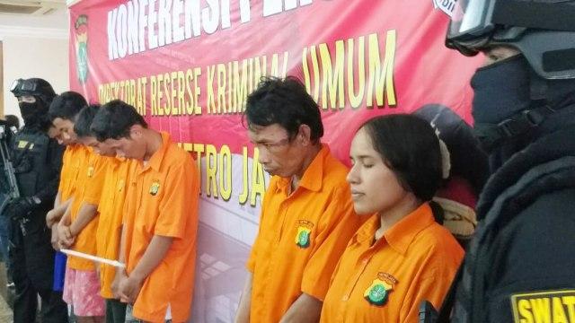 Polisi Tangkap Pasutri Pelaku Pembunuhan di Kali Cibening, Bekasi (34113)