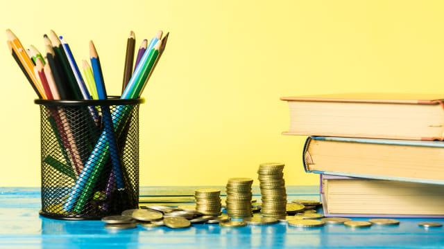 Ilustrasi biaya sekolah anak