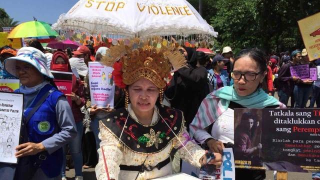 Long March, Hari Perempuan Internasional, Istana Presiden