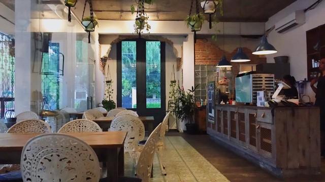 Menikmati Makanan Sehat dan Organik di Tengah Teduhnya Kafe Selatan (37763)
