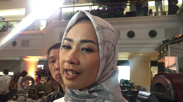 Alya rohali di plaza Indonesia
