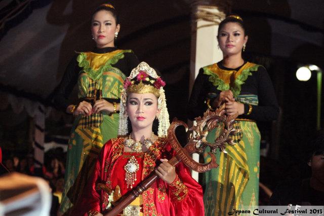ratu kalinyamat festival 2013.jpg