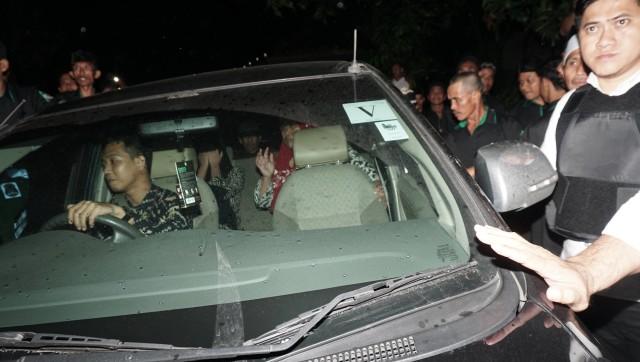 Pengawalan Siti Aisyah saat tiba di Kampung Halaman