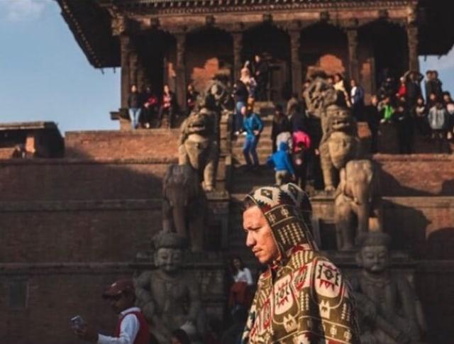 7 Momen Gading Marten Liburan ke Nepal dengan Para Artis (77978)