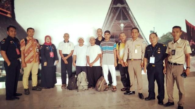 Kementerian Kelautan dan Perikanan (KKP) bekerjasama dengan Kementerian Luar Negeri berhasil memulangkan 6 (empat) orang nelayan Indonesia dari Malaysia