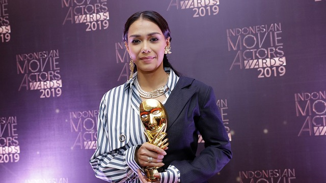 Kilas Balik Perjalanan Karier Adinia Wirasti (514543)