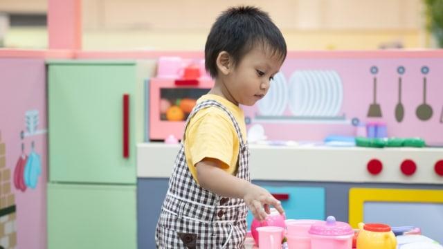Anak Laki-Laki Main Masak-Masakan