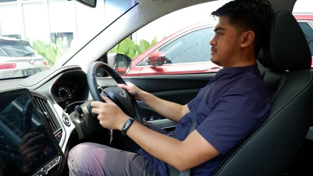 Waspada, Ini Bahayanya Punggung Tak Menempel di Jok Saat Mengemudi Mobil (579190)