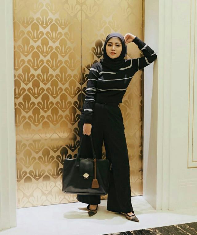 7 Style Busana Hijab Ala Rachel Vennya (1039)