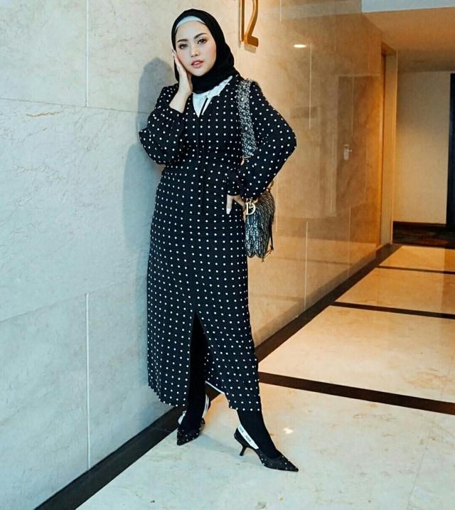 7 Style Busana Hijab Ala Rachel Vennya (1042)