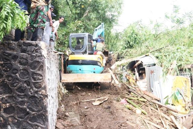 Hujan Lebat Sebabkan Longsor di Kota Jayapura, 7 Orang Tewas Tertimbun (248718)
