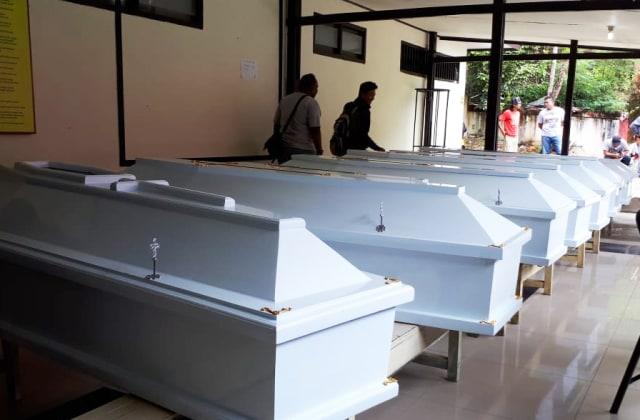 Peti mati bagi para jenazah korban bencana alam di Kabupaten Jayapura dan Kota Jayapura-Foto Liza.jpg