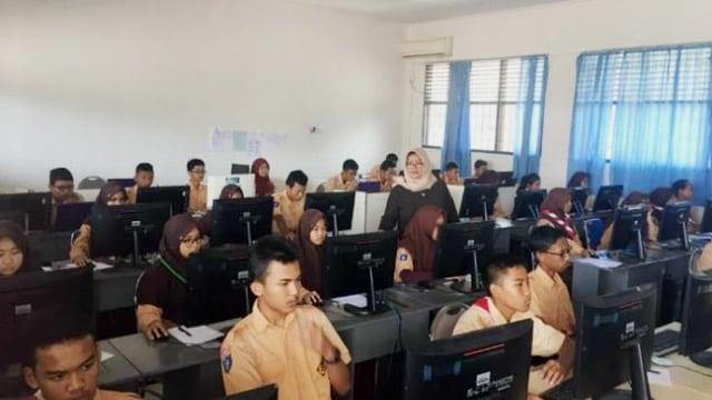 Hanya 5 SMP di Manado yang Punya Fasilitas Penunjang UNBK (12537)